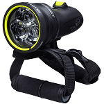 Light & Motion Sola Dive Pro 2000 | Designed to meet the demands of dive professionals with advanced optics for a penetrating spot, extended runtime modes, and fast charge electronics.